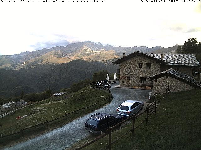 Webcam Ostana: vista Monviso dall'Agriturismo A Nostro Mizoun - Fotogrammi dal vivo ogni 2 minuti